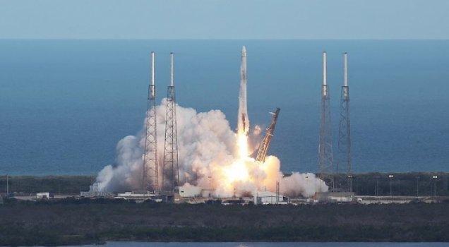 NASA tarafından SpaceX kargo kapsülü uzaya fırlatıldı.