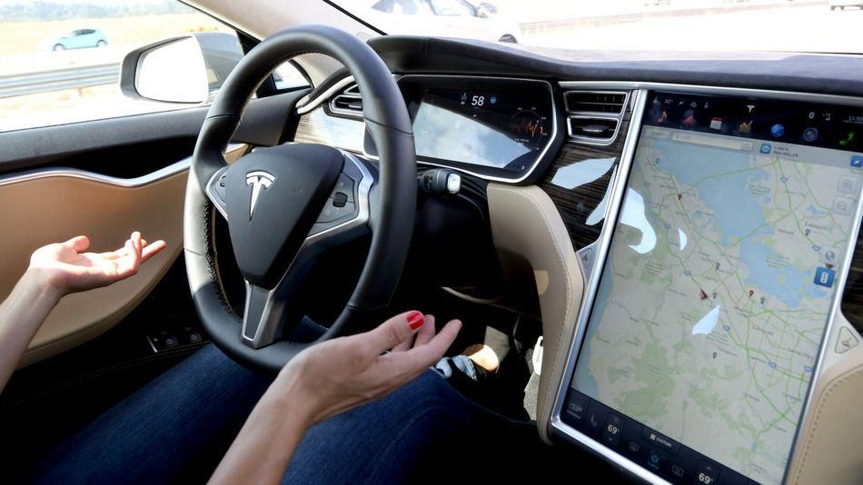 Tesla'nın CEO'su Musk haftaya Autopilot 2 gelecek dedi!