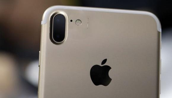 Önümüzdeki yıl 5 inç boyutunda çift kameralı dikey konumlandırılmış iPhone modeli gelecek!