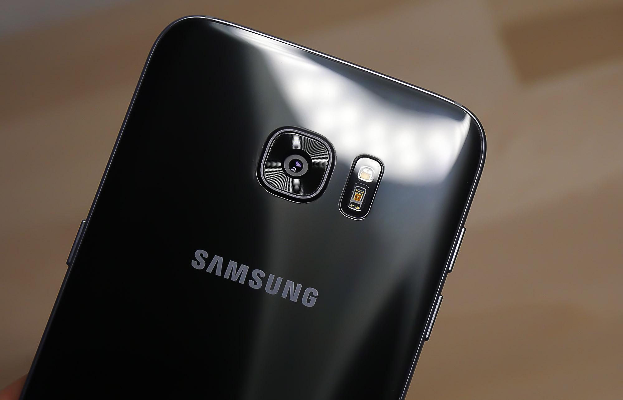 Şimdi de Samsung Galaxy S7'de Kamera Camı Çatlama Sorunu Başladı!