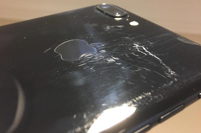 Bir kaç ay kullanılan iPhone 7 ve iPhone 7 Plus (Jet Black) tanınmayacak hale geldi!