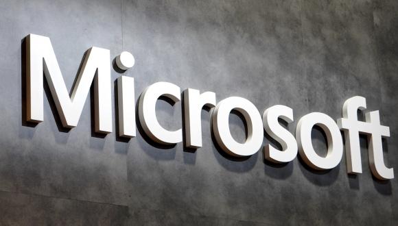 Microsoft'a Ait Olan Surface Phone Patent Başvurusuyla Gözüktü