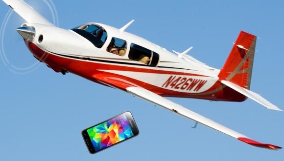 Galaxy S5 Modelindeki Cihaz Uçaktan Düşmesine Karşın Sağlam