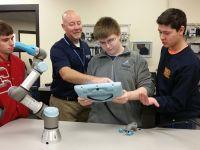 Universal Robots ücretsiz online robot programlaması eğitimi